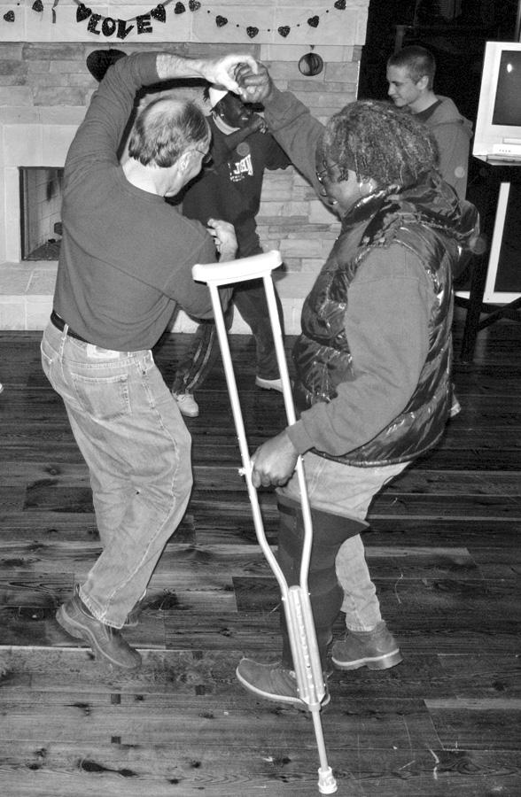 Crutch dance_3095
